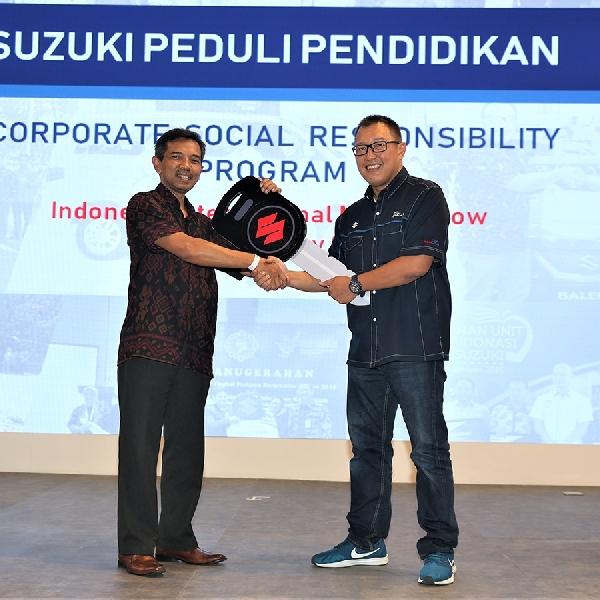 Suzuki Serahkan Unit Mobil ke 11 SMK dan 2 Universitas