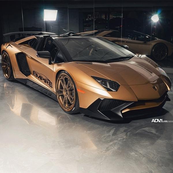 Keren, Lamborghini Aventador SV Roadster Berlapis Warna Emas