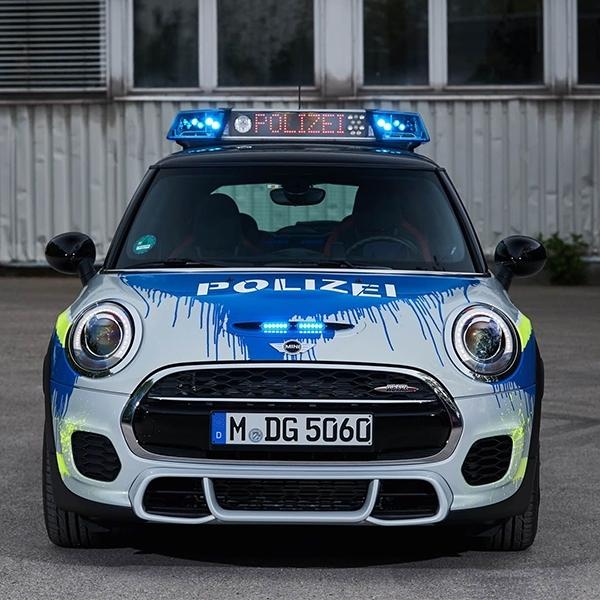 Keren! Mini JCW Dijadikan Mobil Polisi