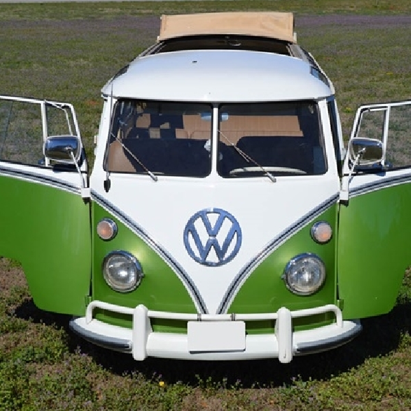 VW Bus 1967 Properti Sitkom That 70s Show  Dilelang