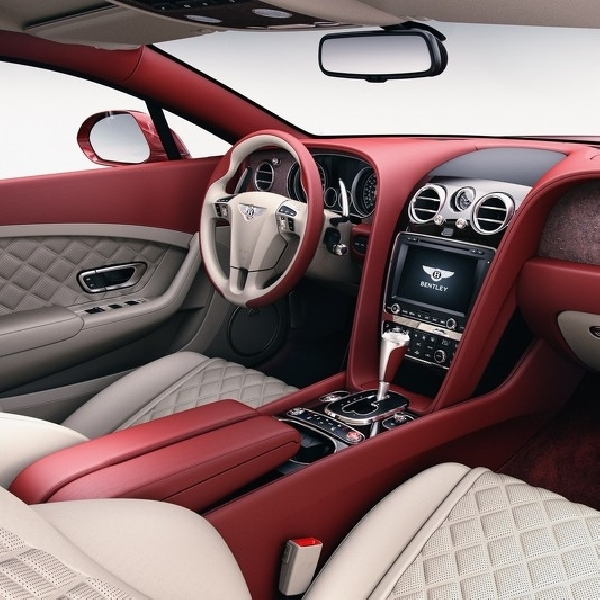 Tampil Lebih Mewah, Interior Mobil Bentley Dihiasi Batu Alam