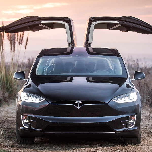Tesla Naikkan Harga di Cina