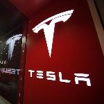 Sistem Kemudi Otomatis Tesla Ditenggarai Bermasalah