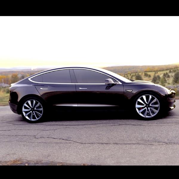 Tesla Rampungkan Produksi Mobil Listriknya, Ini Wujud Tesla Model 3