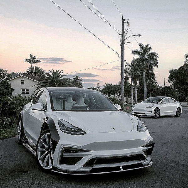 Modifikasi Tesla Model 3 Dengan Body Kit Karbon