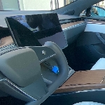 Prototipe Tesla Model S Dengan Pengujian Yoke Wheel Spotted