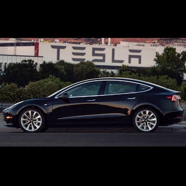 Tesla Model 3 Raih Bintang 5 dalam Uji Tabrak NHTSA