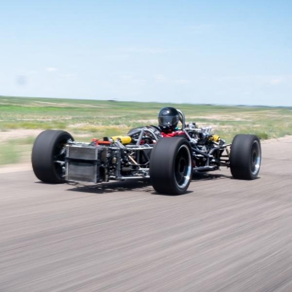 Bangun Mobil Masa Emas Formula 1 Berbasis Porsche Rongsok