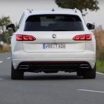 Uji Akselerasi Touareg R 2021 Pembuktian Kecepatan Volkswagen SUV