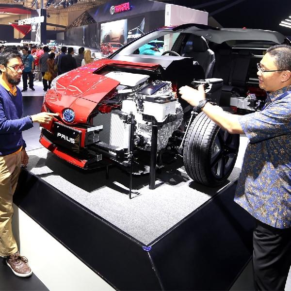 Toyota Edukasi Teknologi Hybrid-nya di GIIAS 2017