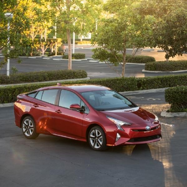 Toyota Prius Terbaru Bisa Berubah Jadi Mobil Drift