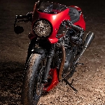 Triumph Merah Dengan Kecepatan Luar Biasa Karya Rennstall Moto