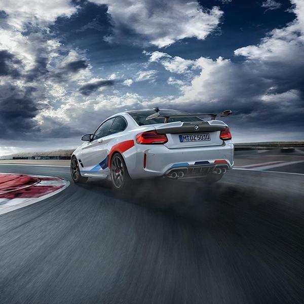 BMW M2 Versi Balap Berlabur Serat Karbon