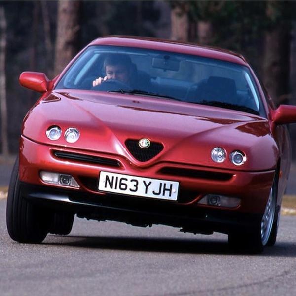 Alfa Romeo Hidupkan Sportscar dengan Motor Listrik