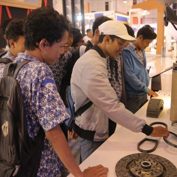 Student Day Ajak Pelajar Mengetahui Perkembangan Otomotif
