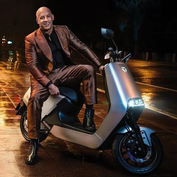 Vin Diesel, James Bond Modern Kendarai Skuter Listrik Yadea G5