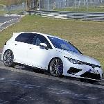 VW Golf R Terciduk Sedang Menjalani Tes di Nurburgring
