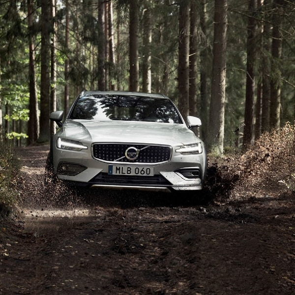 Volvo V60 Cross Country, Sosok Wagon yang Jago Bermain Off-Road