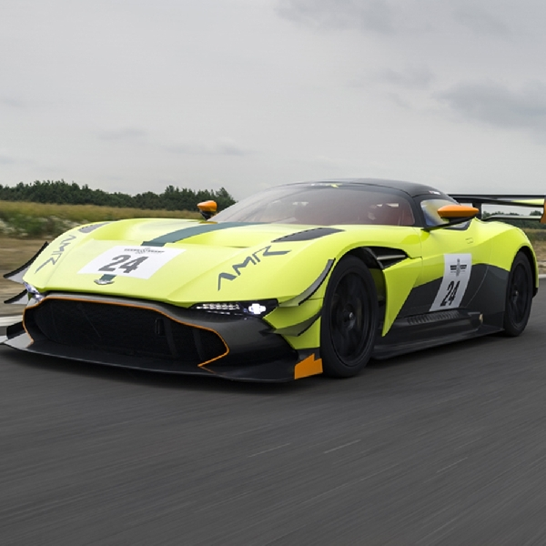 Aston Martin Racik Vulcan AMR Pro