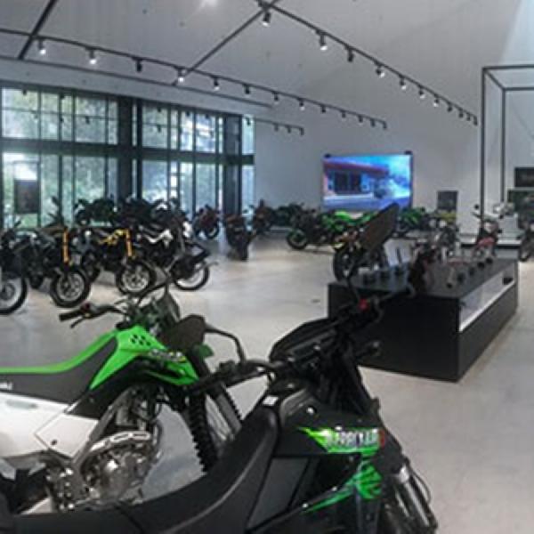 Kawasaki Resmikan Showroom Plaza Greentech, Pekanbaru