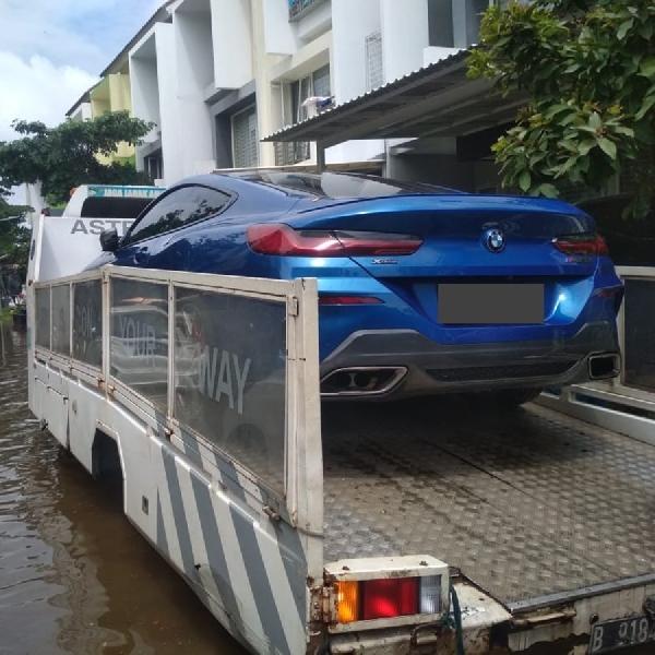 Banjir Tenggelamkan Mobil, BMW Astra Siapkan Bantuan