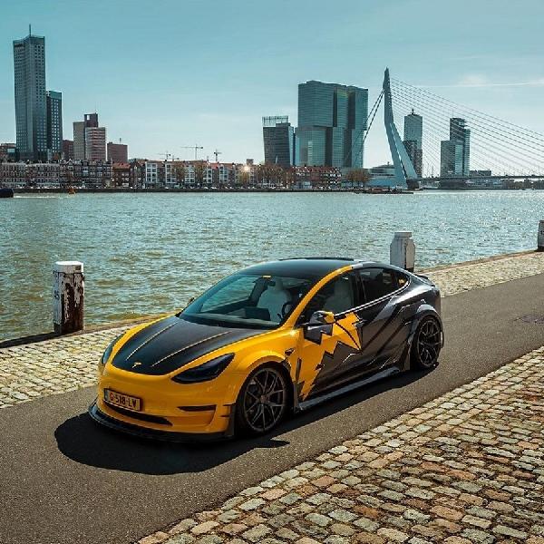 Modifikasi Tesla Model 3 Karya R-ZENTRIC