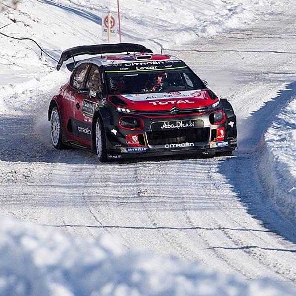 WRC: Uji Track Torsby, Mobil C3 Tunggangan Kris Meeke Terguling