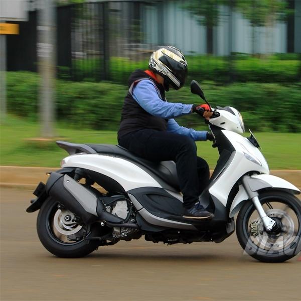Test Ride Piaggio Beverly Sport Touring 350 i e di Indonesia