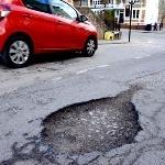 Cara Mengatasi Jalanan Rusak Saat Mengemudikan Mobil