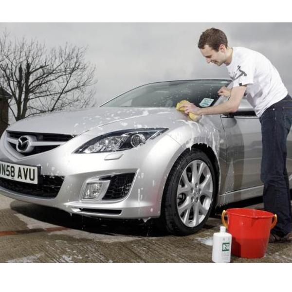 Jangan Diamkan Air Hujan yang Ada di Bodi Mobil, Ini Akibatnya