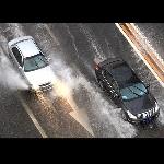 10 Tips  untuk Berkendara Aman Saat Musim Hujan