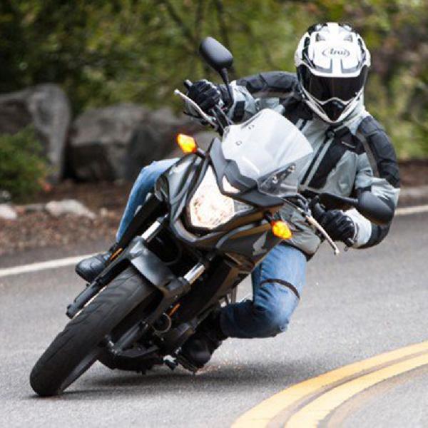 Cara Melakukan Cornering Sepeda Motor yang Benar