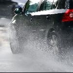Teknik Aman Lewati Genangan Banjir di Musim Hujan