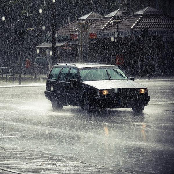 Tips Mengendarai Mobil Ketika Hujan