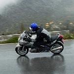 Tips Mengendarai Motor Dikala Musim Hujan