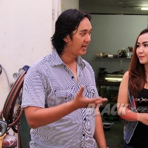 Ridwan (kiri) dan Tya Yustia (kanan) berbincang soal rencana modifikasi