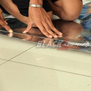 Mengukur bahan yang akan dipakai membungkus bodi Mazda2 street racing