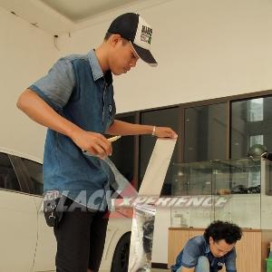 Mempersiapkan bahan cutting sticker untuk Mazda2 street racing