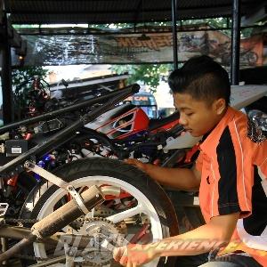 Membongkar roda belakang
