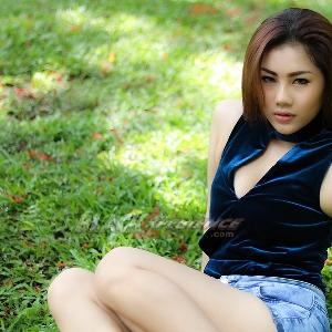 Grace Wijaya, Lebih Suka di Alam Terbuka