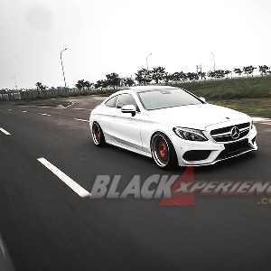 Modifikasi Mercedes-Benz C300 Coupe W205 nan Simpel dan Eksklusif