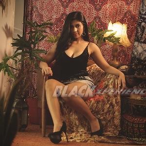 Nadine Azzura - Single is Happy