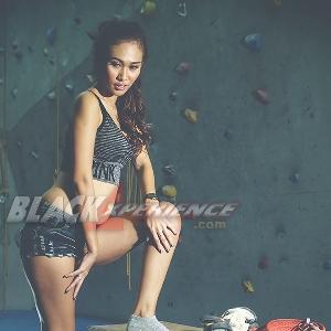 Yunie Kianaila - Pemanjat Seksi Penyuka Cowok Macho