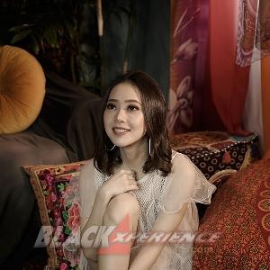 Rebecca Regina -Aktris, Penyanyi Dan Modeling-