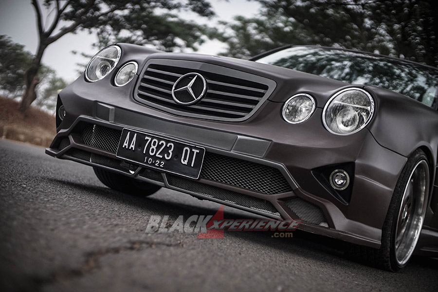Modifikasi Mercedes E230, Modifikasi Extreme Body Kit dan Static Stance