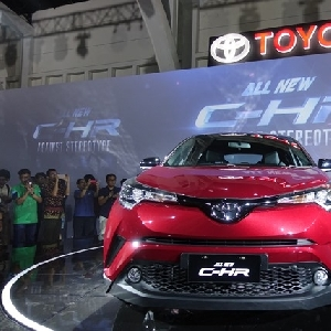 ll New C-HR memiliki desain 3D headlamp yang iconic, sehingga membuat mobil ini kelihatan eye catching dan lebih bergaya.
