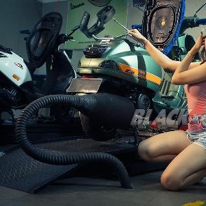 Ayunia : Mobil Impian Porsche, Motor Impian Vespa