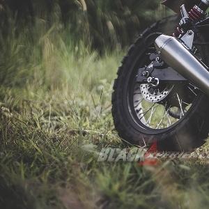 Modifikasi Ninja 250 - Ukir Spirit Rossoneri pada Motor Scrambler