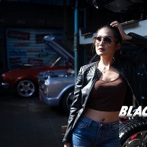 Dersya Frischa, Jatuh Cinta Pada Mobil Hotrod nan Eksotis
