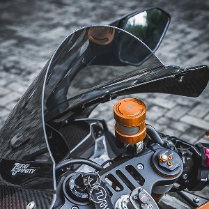 Kombinasi Decal dan Carbon Dongkrak Tampilan Yamaha R1